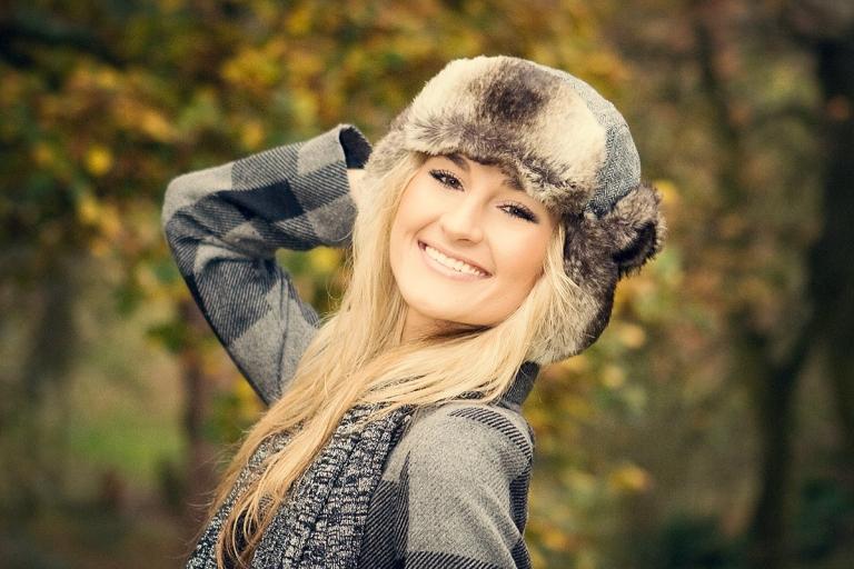 sviesiaplauke lietuvaite mergina kailine kepute sypsosi parke